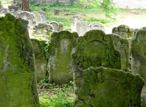 Grabsteine eines alten Judenfriedhofs
