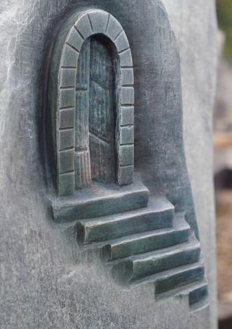 Grabsteine erlauben eine ganz individuelle Symbolik die zu dem Verstorbenen passt.