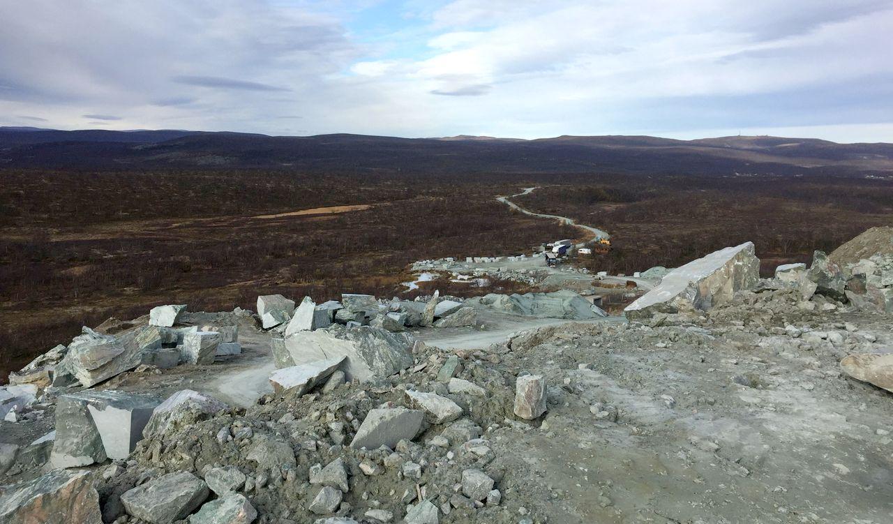 """Der Steinbruch ganz im Norden Norwegens, wo der Masi-Quarzit """"Atlantis"""" abgebaut wird"""